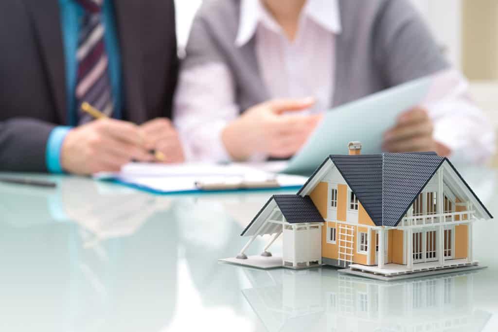 Les Courtiers Gersois : Notre métier - Les Courtiers en prêt immobilier sont des professionnels qui vont se charger de rechercher, à la place des emprunteurs, les meilleurs taux de prêt immobilier, assurances, frais de dossier bancaire etc., concernant leur projet immobilier. Etude gratuite - Pas de frais de courtage si vous passez directement par nous.